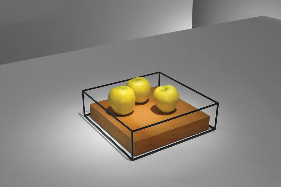 עבודה של רון גלעד, מתוך התערוכה השנייה שלו ב''פריסקופ'', ב-2001. היום היא חלק מהאוסף הקבוע של מוזיאון המטרופוליטן (צילום: Ron Gilad)