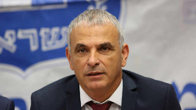 Moshe Kahlon (Photo: Alex Kolomoisky)