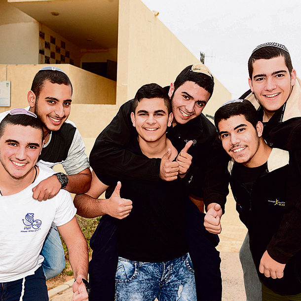 The Sderot students behind the counter-letter denouncing IDF service refusal (Photo: Herzel Yosef)