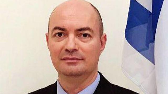 יגאל אונא ()