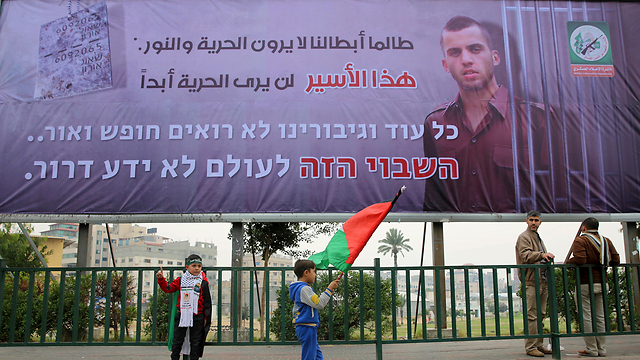 Sign in Arabic and Hebrew in Gaza: 'As long as our heroes don't have freedom.. this hostage will never know freedom.' (Photo: AP)