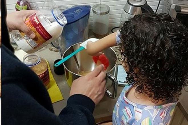 """רותי שדמה דיין שלחה לנו: """"בישול ואפייה זה רק עם אבא"""""""