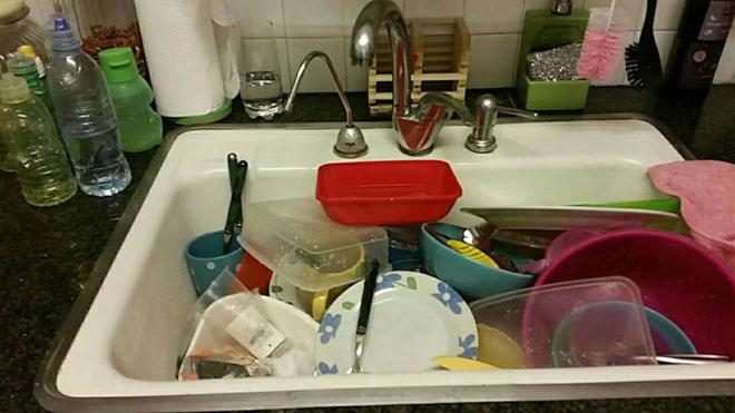 """הדר כף שלחה: """"נכנסתי למיטה ב-22:00 עם ערימה של כלים (שהאמת הצטברו כבר מיום קודם)"""""""