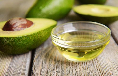 שמן אבוקדו מכיל אומגה 9 (צילום: Shutterstock)