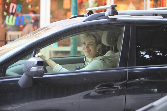איזה חיוך! כאילו ראית מצלמה. מארינה מקסימיליאן (צילום: מוטי לבטון)