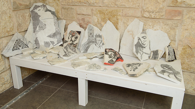 רפידוגרף על שיש. יעל בלבן (צילום: מתוך התערוכה) (צילום: מתוך התערוכה)