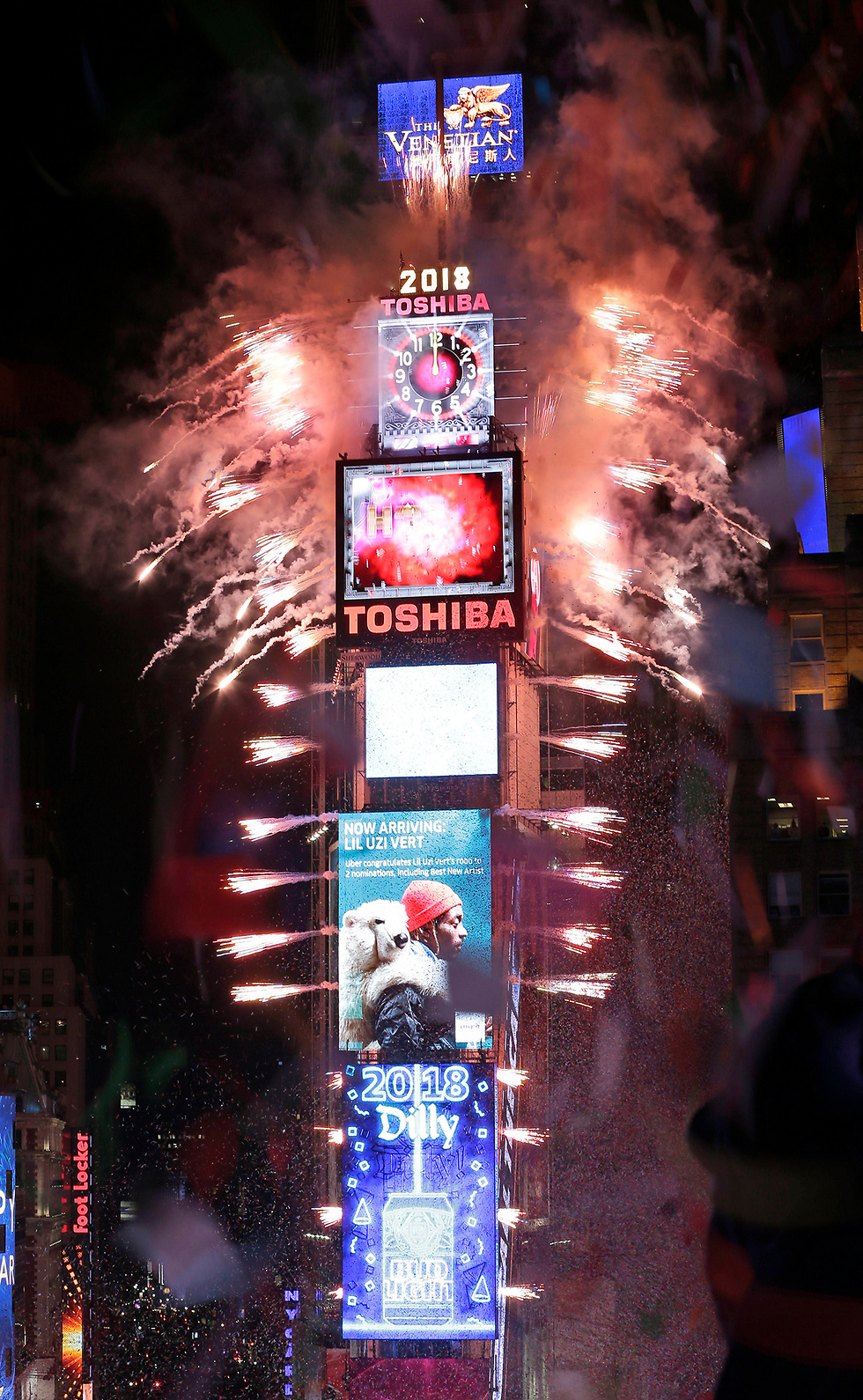 The ball dropping in NYC (Photo: AP)