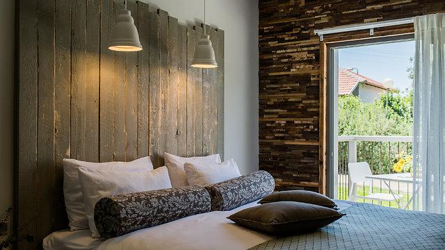 וכך נראית המיטה של האורחים (צילום: עדי פרץ)