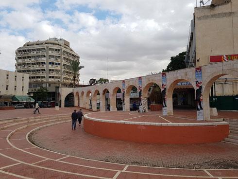לא בדיוק סיינה, ויעיד מספר האנשים. כיכר רבין בבאר שבע (צילום: אורן אלדר)