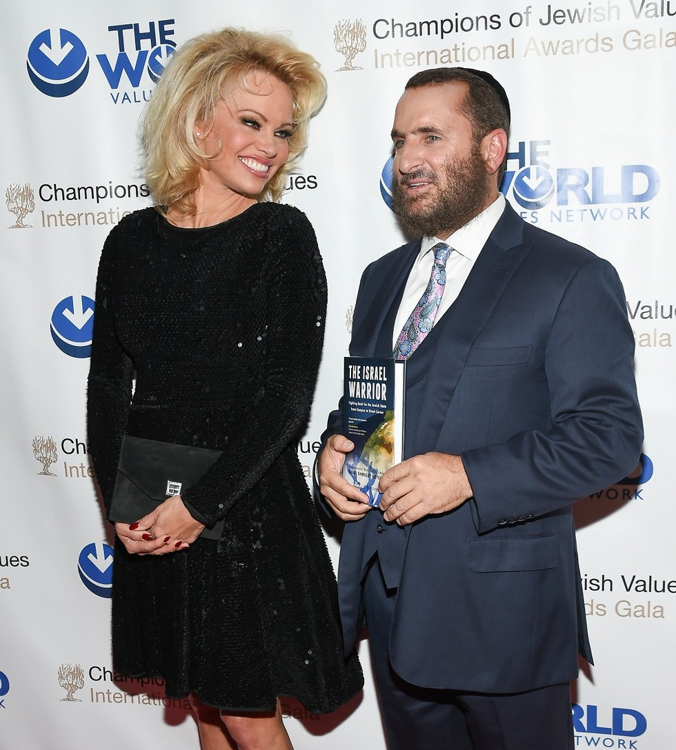 Boteach with actress Pamela Anderson  (Photo: AP)