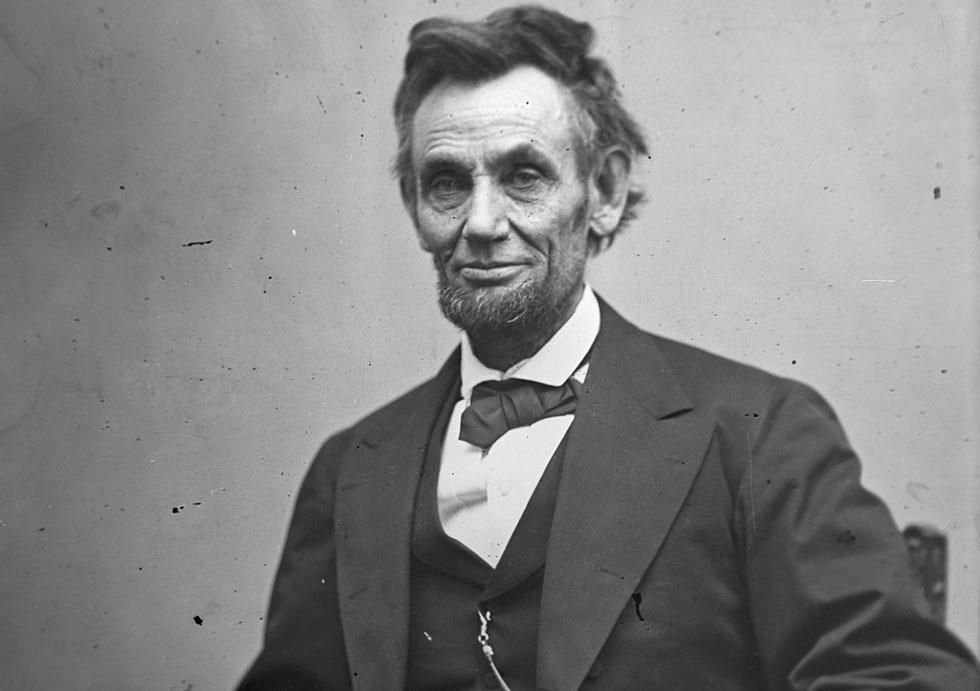 """אברהם לינקולן כפי שצולם אחרי שנבחר לנשיא. """"כל הנשים אוהבות זקן"""", כתבה לו הילדה, """"והן ישכנעו את הבעלים שלהן להצביע לך"""" (צילום: Gettyimages)"""