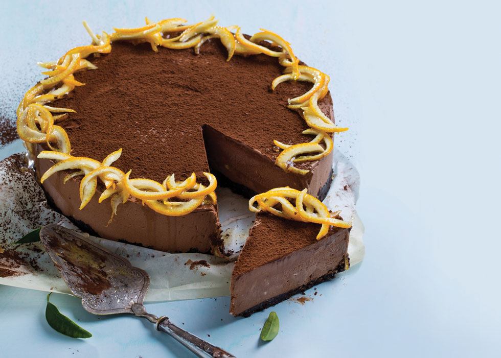 עוגת מוס שוקולד־תפוז ללא אפייה (צילום: בועז לביא, סגנון: עמית דונסקוי)