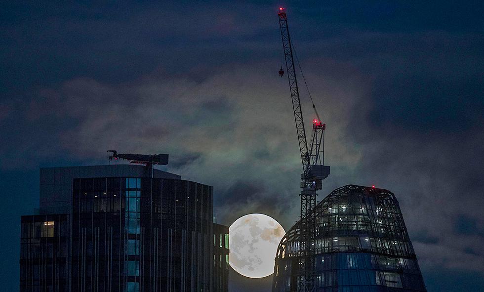 ירח על בלונדון (צילום: AFP) (צילום: AFP)