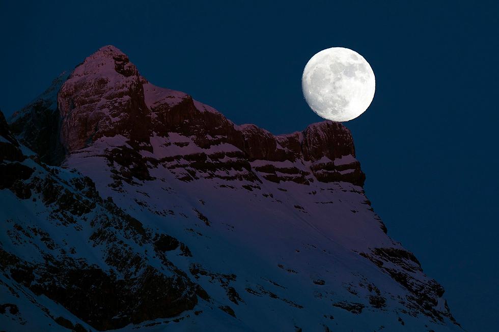 ירח מלא, פעמיים באותו חודש לועזי (צילום: EPA)