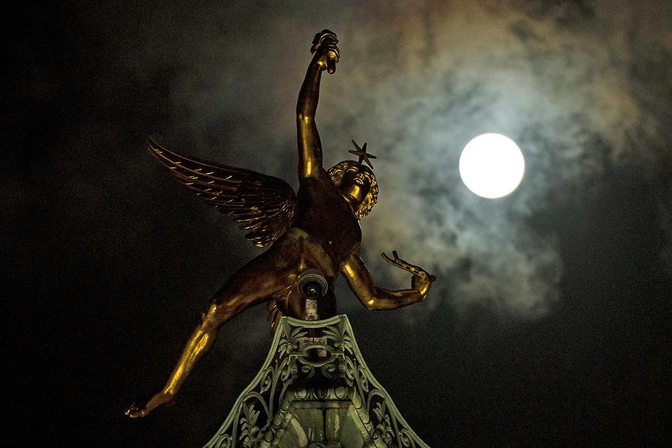 בשמי פריז (צילום: EPA) (צילום: EPA)
