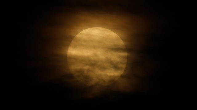 מסתתר בין העננים במלטה (צילום: רויטרס) (צילום: רויטרס)