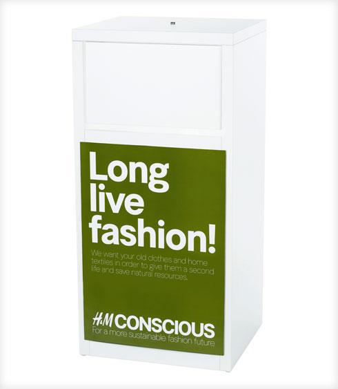 לשימוש ב־100% חומרים ממוחזרים או חומרים שהופקו בתהליכים מתחשבים יותר בסביבה עד 2030. מיכל איסוף בגדים משומשים של H&M (צילום: H&M)