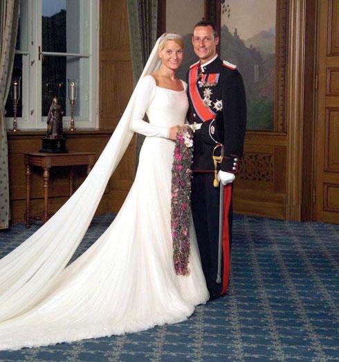 הוקון, נסיך נורווגיה, ומטה מאריט (צילום: EPA)