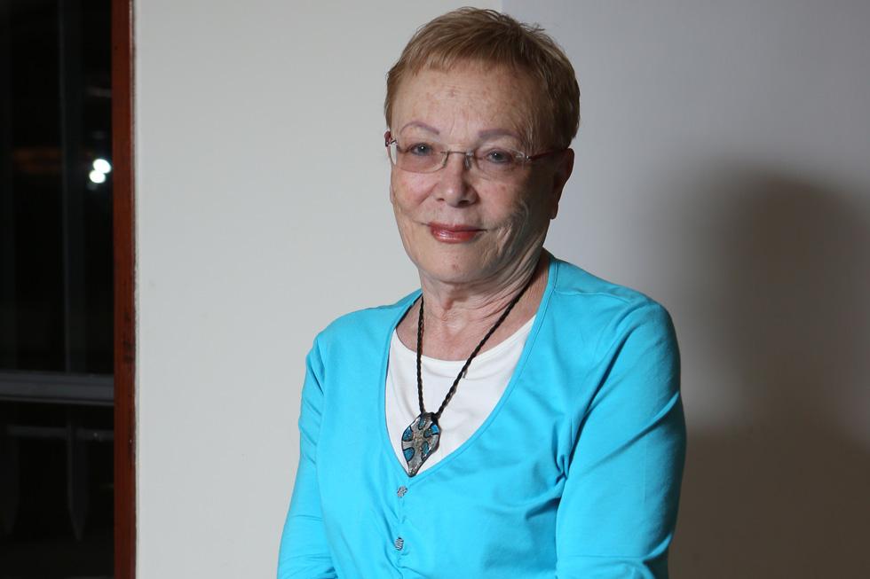 """שולמית גורן (73), נשואה, אמא לשלוש בנות וסבתא ל־11 נכדים (""""ה־12 בדרך""""), פנסיונרית, גרה במבשרת ציון (צילום: אלכס קולומויסקי)"""