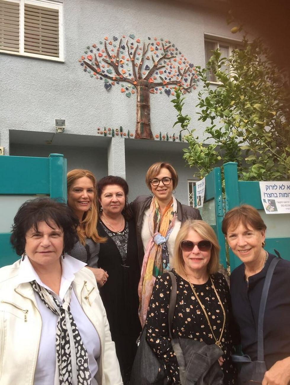 """צוות """"אריות יהודה"""" המלווה את הפרוייקט:ד""""ר תלמה כהן, שרון גפן, רות סלומי, רינה גן, קרול ג'זבי עם ליזה ניקוליצ'אוק המנכ""""לית של מסל""""ן"""