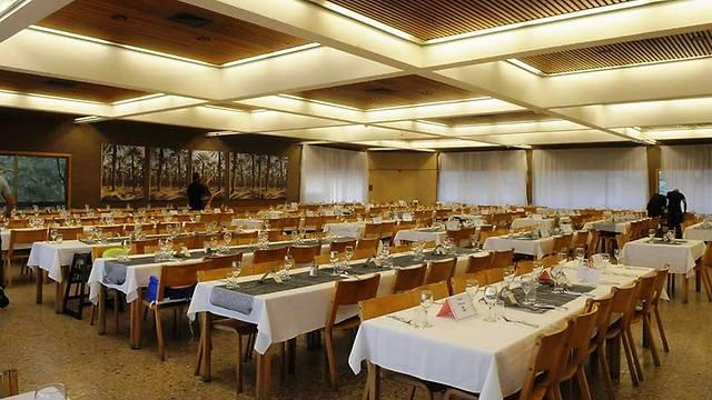 מסעדת כפות תמרים בקיבוץ (צילום: אילן מור) (צילום: אילן מור)