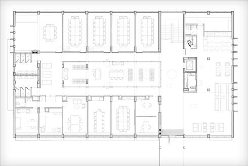 תוכנית קומת הכניסה, שבמרכזה ספרייה (תוכנית: משרד גוטסמן שמלצמן אדריכלות)