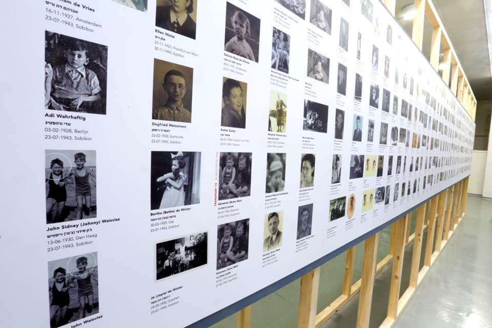 Стенды с именами погибших детей Фото: Джейкоб Мадар