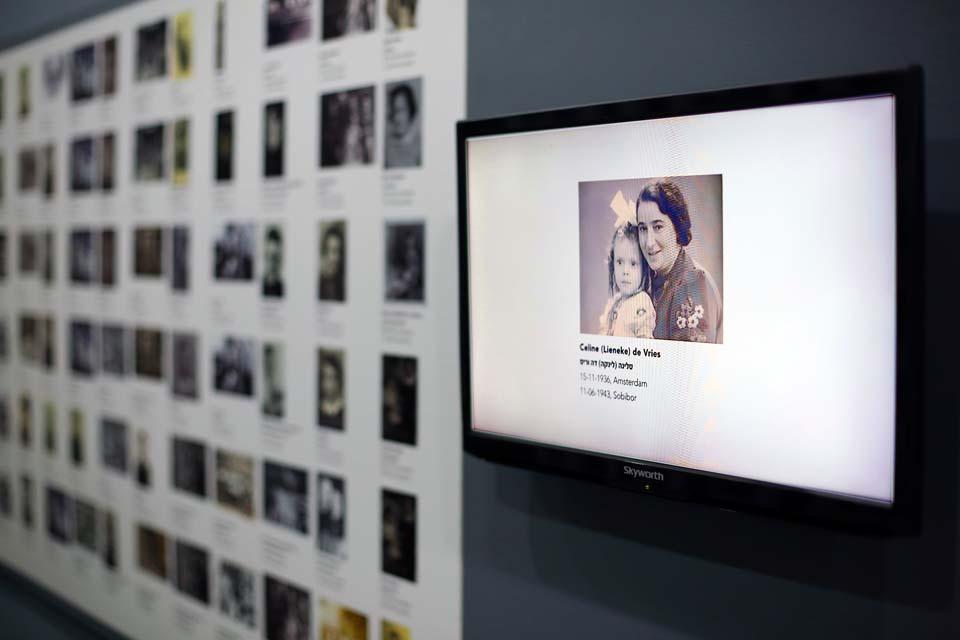 Экспонаты выставки Фото: Джейкоб Мадар