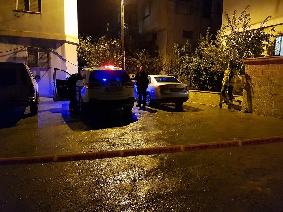 ליד מקום הרצח (צילום: דוברות המשטרה) (צילום: דוברות המשטרה)