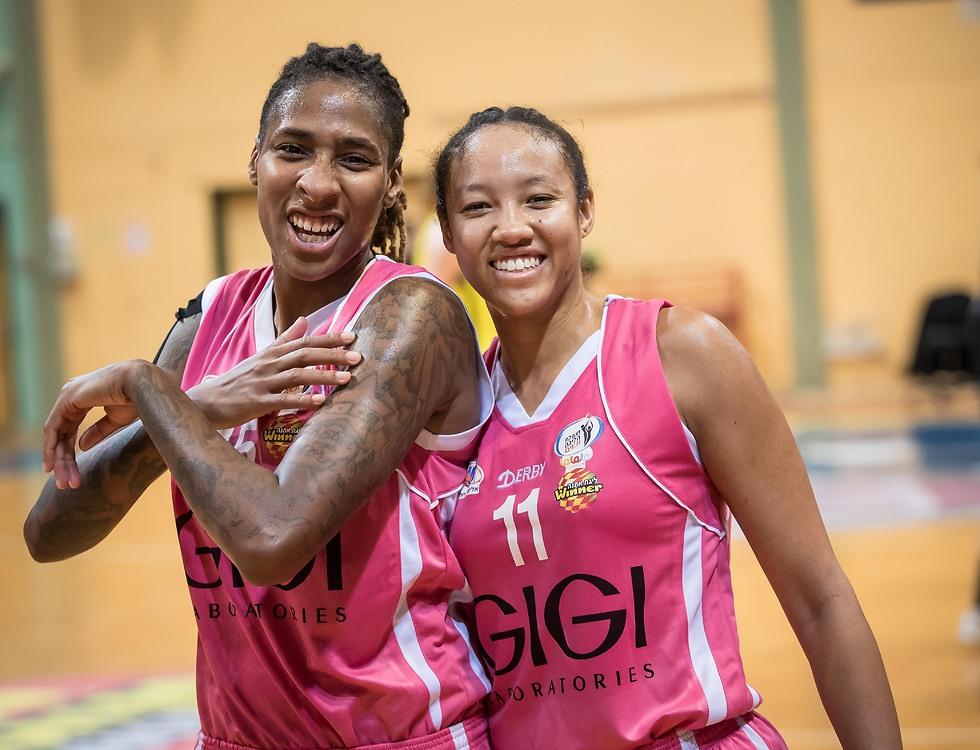 ברדפורד וצ'ונג יכולות לחייך (צילום: עודד קרני, באדיבות מנהלת הנשים) (צילום: עודד קרני, באדיבות מנהלת הנשים)