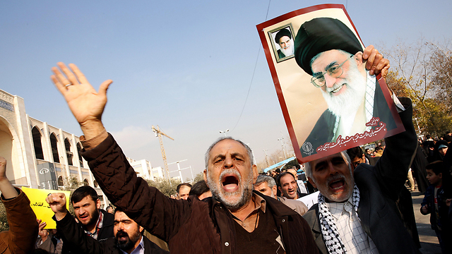 Iranians protest (Photo: EPA)