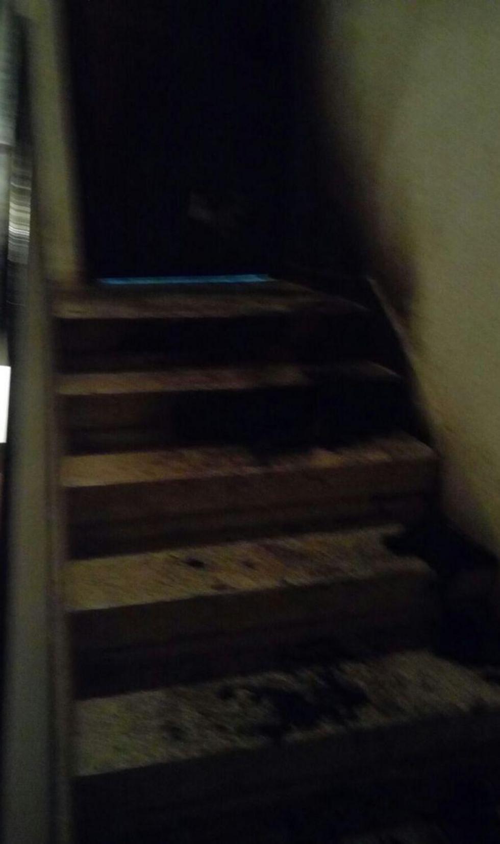 הכניסה לדלת משפחת נירוך בהרצליה לאחר ההצתה ()