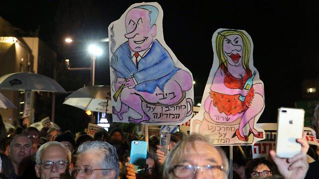 The weekly Tel Aviv protest drew some 1,500 people despite inclement weather (Photo: Motti Kimchi)