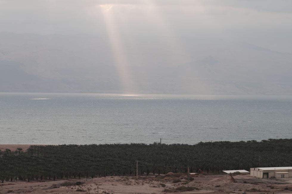 """דברים שרואים משם. """"לאורך החוף יש אדמה שאי אפשר לעמוד עליה. אין מה שיחזיק אותה, היא פשוט שוקעת"""" (צילום: יוחאי חדד)"""