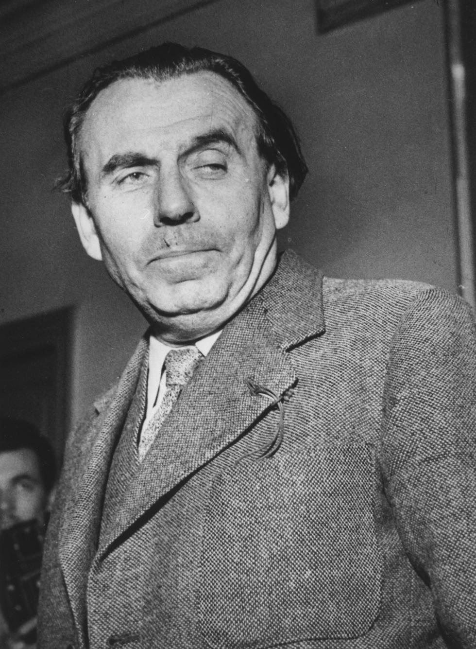 לואי פרדינן סלין בבית המשפט, לאחר הזיכוי מאשמת שיתוף פעולה עם הנאצים, 1951 (צילום: gettyimages)