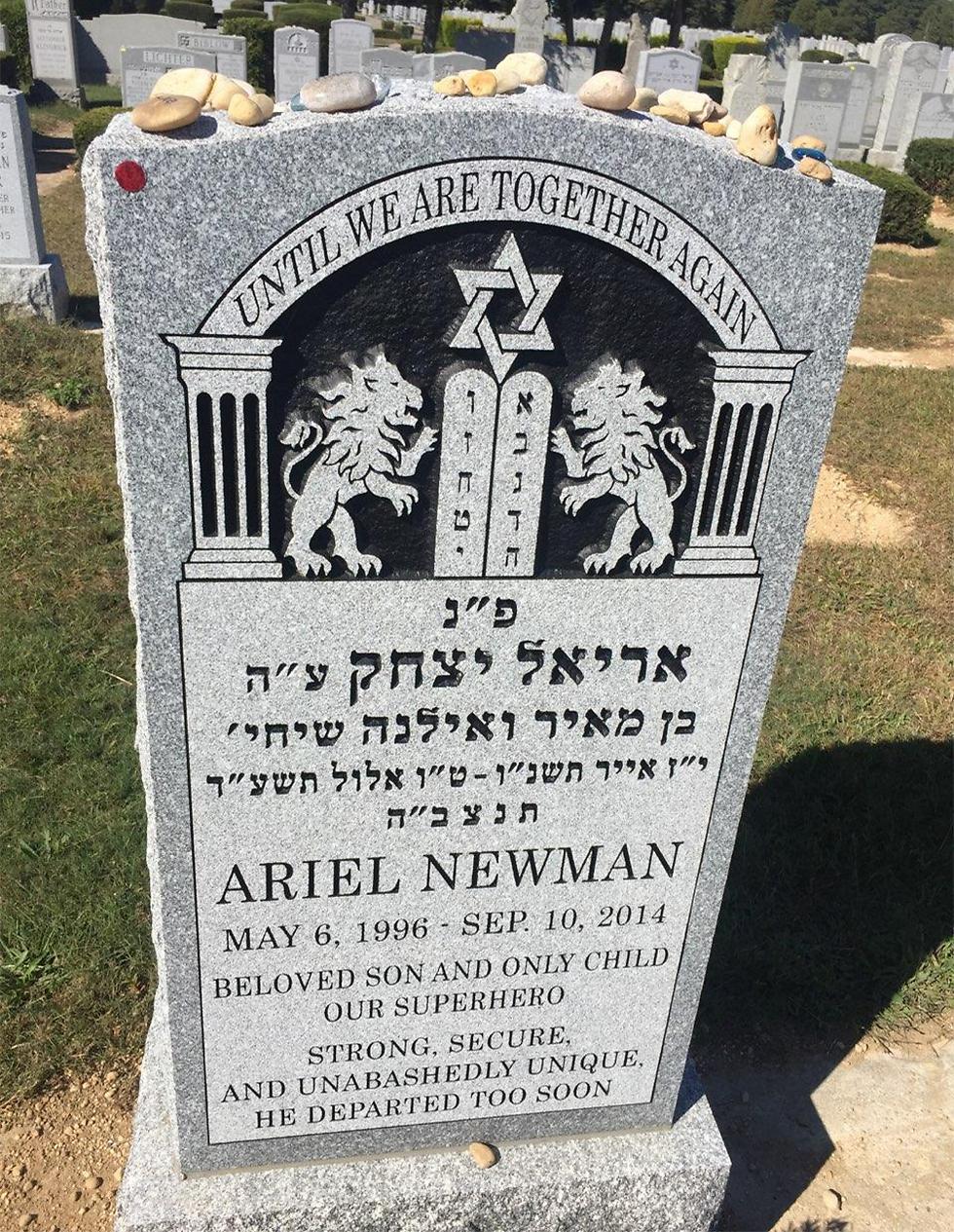 קברו של ניומן בלונג איילנד
