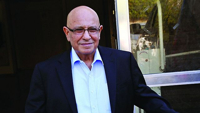 Dagan met with the book's authors a year before his untimely death (Photo: Shaul Golan)