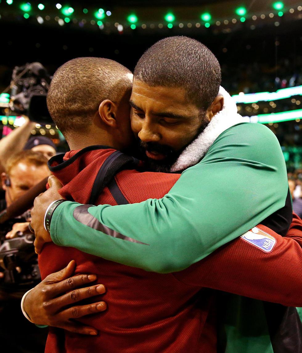ארווינג ותומאס במשחק בבוסטון. הטרייד היה מהלך קר וגאוני של הסלטיקס (צילום: AFP) (צילום: AFP)
