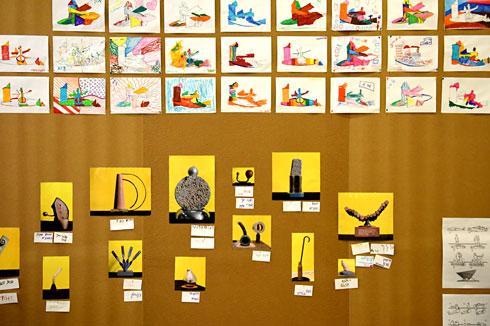 ילדים עושים תומרקין. בתערוכה (צילום: אבי פז)