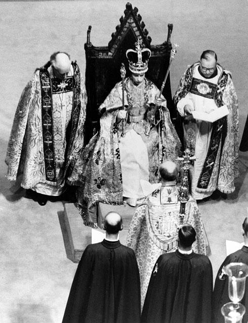 מתוקף תפקידה המלכה היא גם ראש הכנסייה האנגליקנית (צילום: AP)