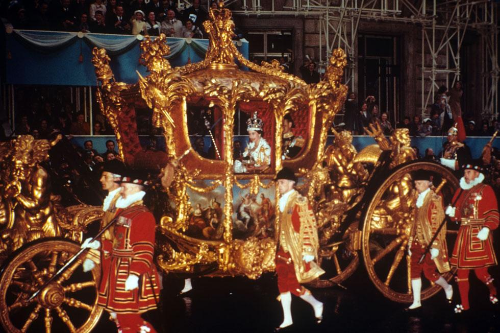 מחזיקה בתפקיד יותר מכל מונרך קודם באנגליה. המלכה אליזבת השנייה (צילום: Reginald Davis/Rex Features)
