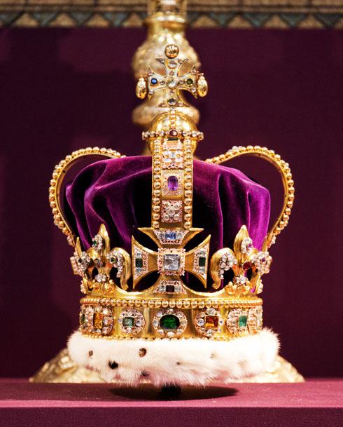 הכתר מתנשא לגובה של 30.2 סנטימטרים ומורכב ממסגרת העשויה זהב טהור בשיבוץ 444 אבני חן יקרות ויקרות למחצה (צילום: Gettyimages)