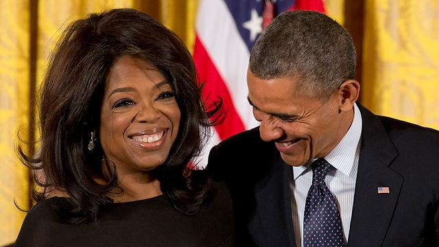 אובמה מעניק לווינפרי את מדליית החירות הנשיאותית  (צילום: AP)