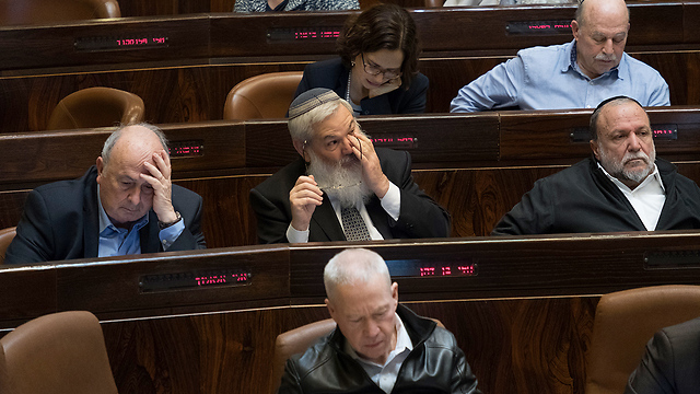 Coalition members during the vote (Photo: Yoav Dudkevitch)