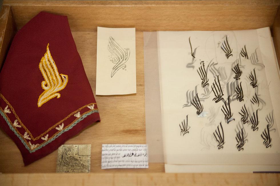 """סקיצות לסמל של חברת אל-על. """"לשמחתי, הפרויקט פתח דיון עמוק, שנוגע בנקודות רגישות בחברה הישראלית""""  (צילום: שגיא שכטר)"""