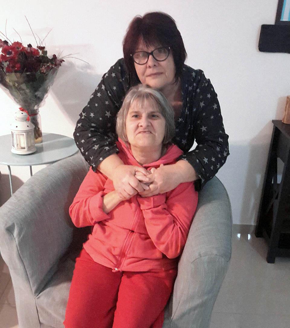 Марина Кузнецова с сестрой Кариной. Фото предоставлено семьей