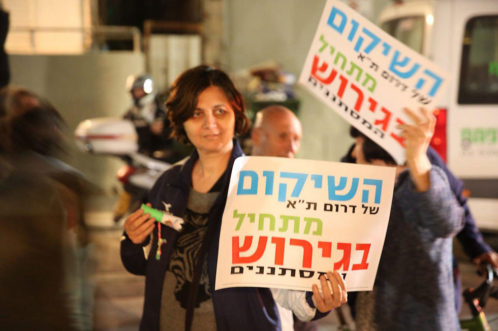 Sign reads 'The rehabilitation of south Tel Aviv begins with deportation of infiltrators' (Photo: Motti Kimchi)