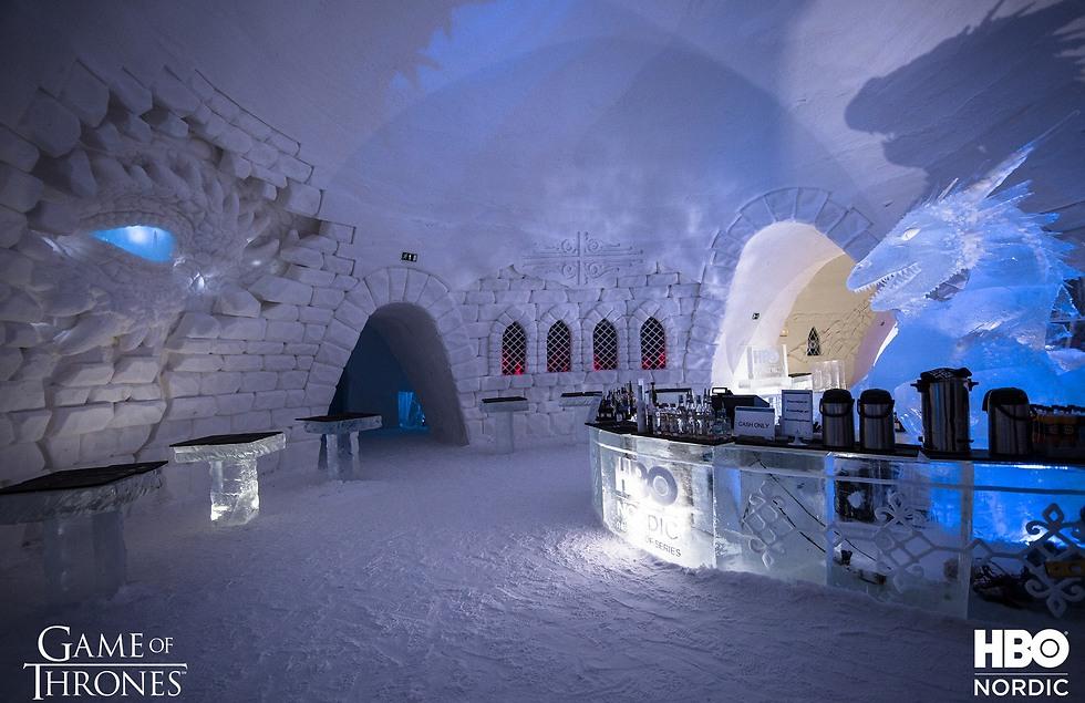 משמאל: עין של דרקון מציצה. מימין: בר קרח (צילום: עמוד הפייסבוק של HBO Nordic) (צילום: עמוד הפייסבוק של HBO Nordic)