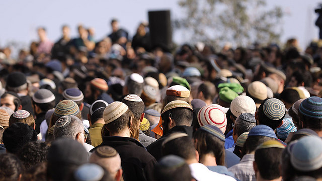 מאות בהלוויה (צילום: AFP) (צילום: AFP)