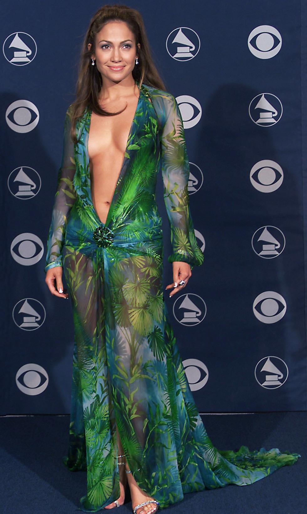 השמלה המסעירה של ג'ניפר לופז בטקס הגראמי (Getty Images) (Getty Images)